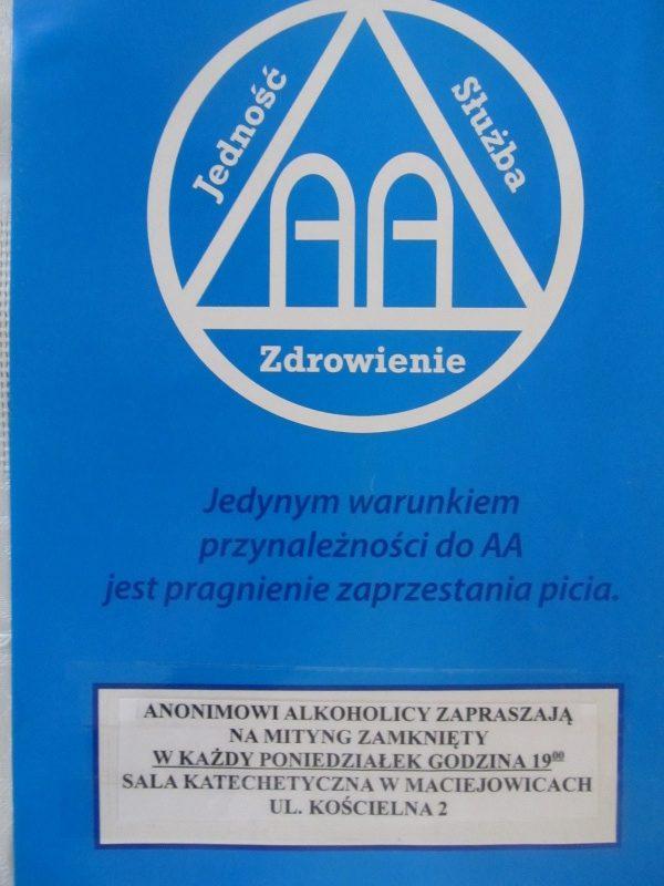 Anonimowi Alkoholicy w Polsce. Wiadomość o Ruchu Anonimowych Alkoholików (AA) dotarła do Polski.